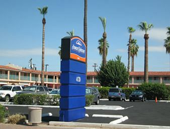 HOWARD JOHNSON PHOENIX AIRPORT (PHX)